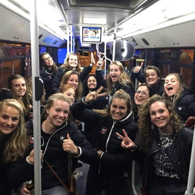 hockey-team-female-bus