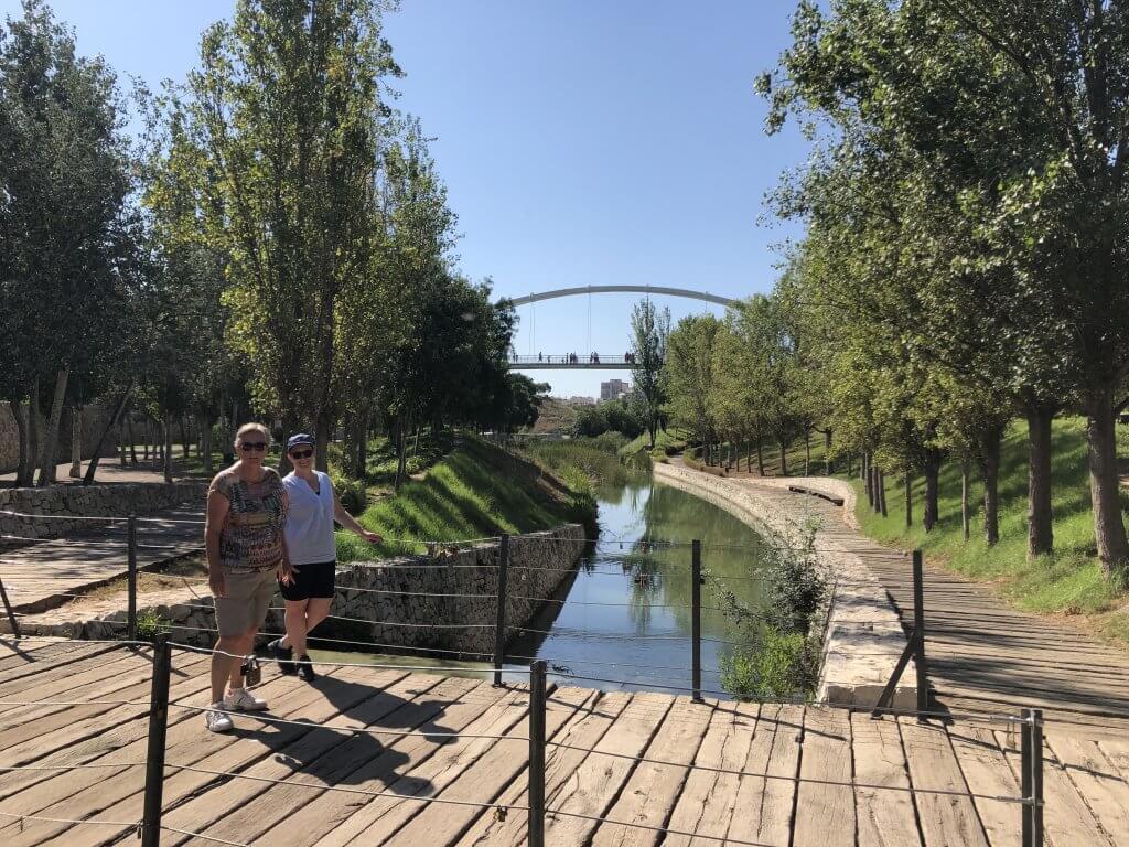walking-tour-bridge