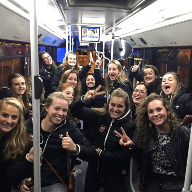 hockey-team-female-bus