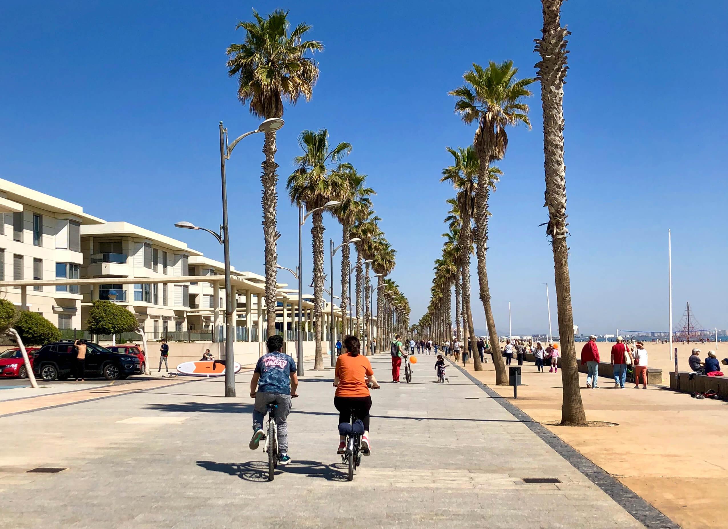 walking-tour-beach